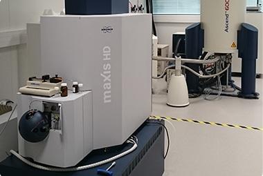 Spectromètre de masse pour analyse à haute résolution (Q-TOF Maxis HD Bruker)